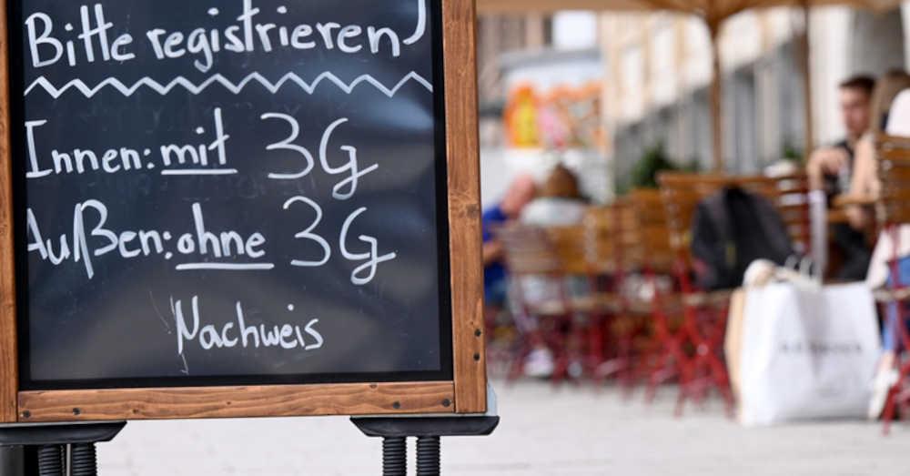 2G-Regeln, 3G-Regeln, Warnstufe, Alarmstufe, Gastronomie, Coronavirus, © Bernd Weißbrod - dpa (Symbolbild)