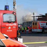 Rauchwolke, Feuerwehr, Rauch, Großbrand, Hurter, Recyclingbetrieb, Malterdingen, Notarzt