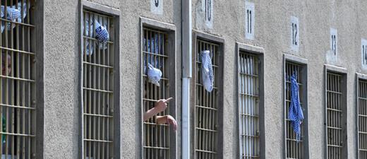 Gefängnis, JVA, Gitter, © Martin Schutt - dpa