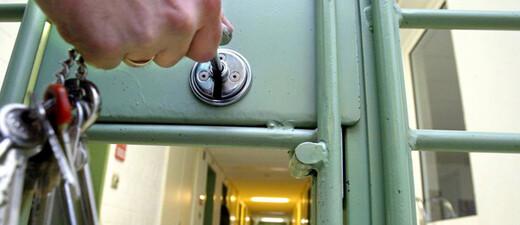 JVA, Gefängnis, Gitter, © Marcus Führer - dpa