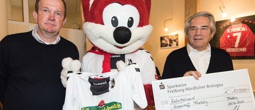 SC Freiburg, Scheck, Essenstreff, © Patrick Seeger / SC Freiburg