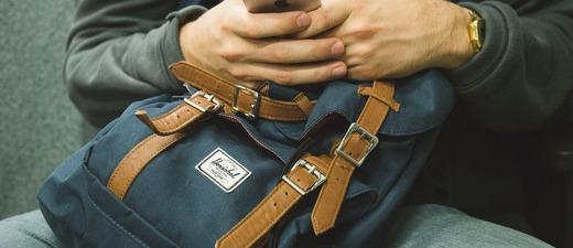Rucksack, Handy, Smartphone, © Pixabay (Symbolbild)