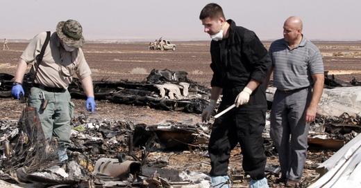 Trümmer, Absturz, Flugzeug, MetroJet, © Khaled Elfiqi - dpa