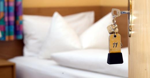 Hotelzimmer, Übernachtung, © Sven Pförtner - dpa