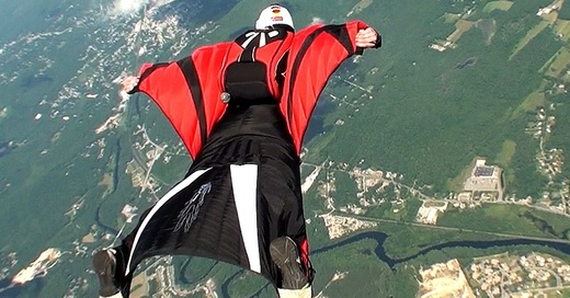 Wingsuit, Extremsport, © Richard Schneider - Wikimedia Commons (CC BY 2.0)
