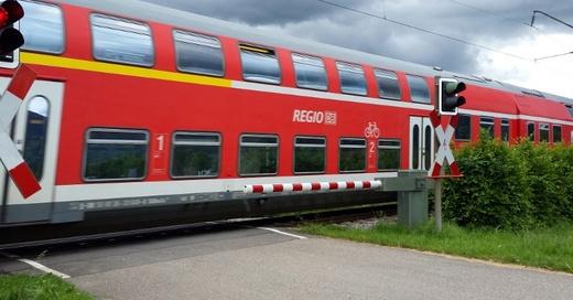 Regionalexpress, Bahnübergang, Kirchzarten, © baden.fm