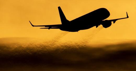 Reise, Flugzeug, © Julian Stratenschulte - dpa