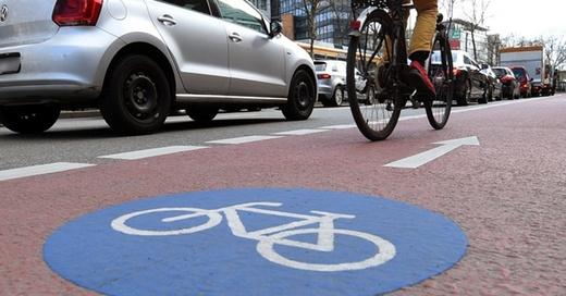 Fahrradspur, Fahrrad, Radler, © Uli Deck - dpa