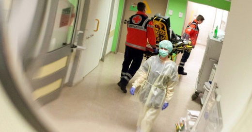 Notaufnahme, Krankenhaus, Rettungssanitäter, © Friso Gentsch - dpa