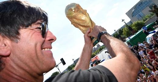 Joachim Löw, Jogi, Weltmeister, WM, Pokal, © Markus Gilliar - GES / DFB / dpa