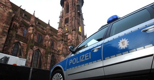 Freiburg, Münster, Polizei, Streifenwagen, © Karl-Josef Hildenbrand - dpa