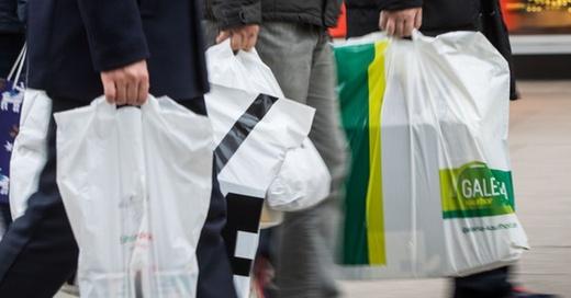 Einkaufen, Einkaufstüte, Plastiktüte, © Frank Rumpenhorst - dpa