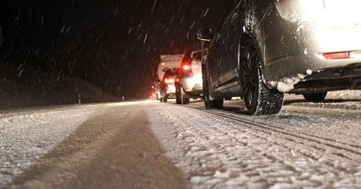 Stau, Glätte, Eis, Schnee, © Henning Kaiser - dpa