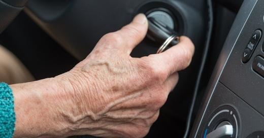 Seniorin, Rentner, Führerschein, © Patrick Pleul - dpa