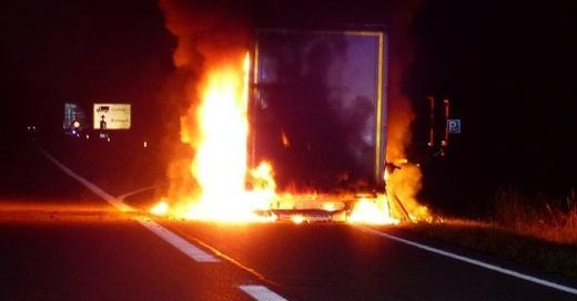 Lastwagen, Brand, Feuer, A5, © Polizeipräsidium Freiburg