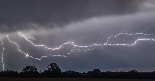 Unwetter, Gewitter, Blitze, © Patrick Pleul - dpa (Symbolbild)