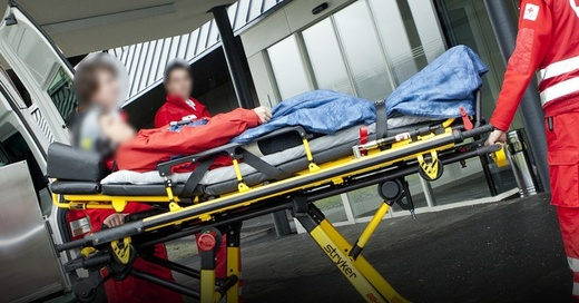 Krankenhaus, Notaufnahme, Notarzt, Sanitäter, © Pixabay (Symbolbild)