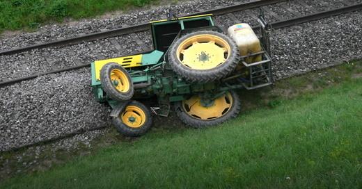 Traktor, Lottstetten, Gleise, Unfall, © Polizeipräsidium Freiburg
