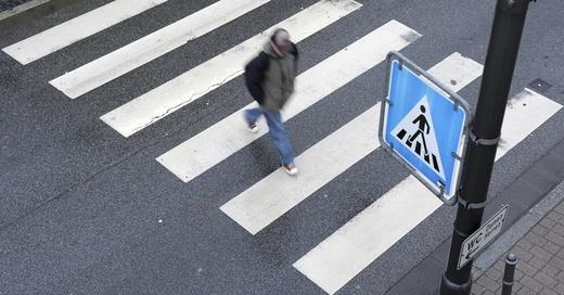 Zebrastreifen, Fußgänger, Überweg, © Ronald Witteck - dpa (Symbolbild)