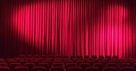 Theater, Vorhang, Komödie, Grünhof, Hohn der Angst, © pixabay.com