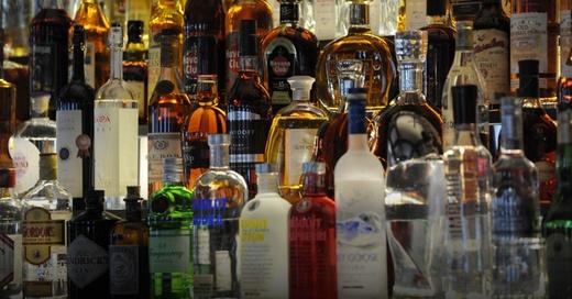 Alkohol, Schnaps, Spirituosen, © Patrick Seeger - dpa (Symbolbild)