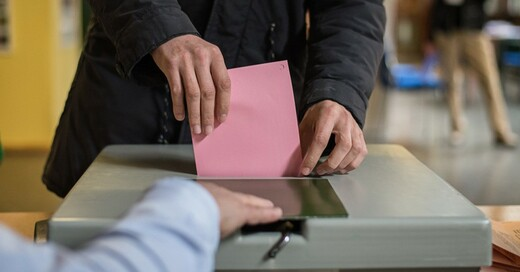 Wahlurne, Stimmzettel, Wahl, © Wolfram Kastl - dpa (Symbolbild)