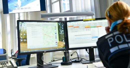 Polizei, Notruf, Lagezentrum, © Uwe Anspach - dpa (Symbolbild)