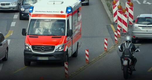 Rettungswagen, Krankenwagen, Unfall, © Marijan Murat - dpa (Symbolbild)
