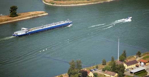 Rhein, Containerschiff, Schifffahrt, Fluss, © Uli Deck - dpa (Symbolbild)