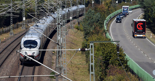 Zug, ICE, Deutsche Bahn, Oberleitung, © Uli Deck - dpa (Symbolbild)