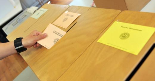 Wahlurne, Stimmabgabe, Kommunalwahl, © Patrick Seeger - dpa (Symbolbild)