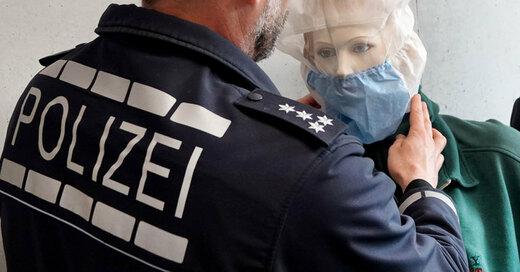 Spuckschutzhaube, Polizei, © Simon Sachseder - dpa