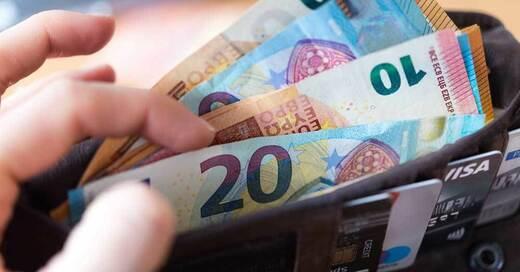 Geld, Bargeld, Euro, Geldbeutel, © Monika Skolimowska - ZB / dpa (Symbolbild)