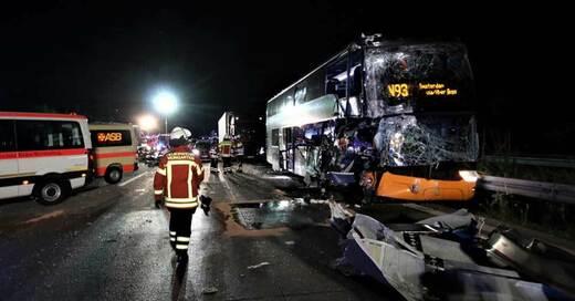 Unfall, A5, Weingarten, Flixbus, © Thomas Riedel - dpa