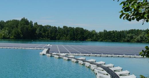 Wasser, See, Photovoltaik, schimmende Module, Solarzellen, © ©Bode-Fotografie, Mahrholdt, Erdgas Südwest