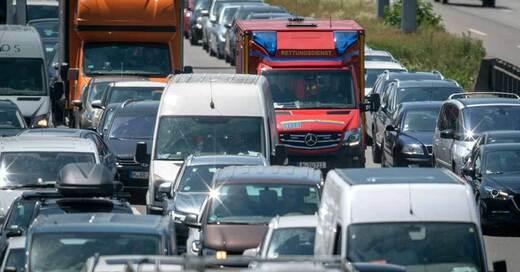 Rettungsgasse, Verkehr, Rettungswagen, © Sina Schuldt - dpa (Symbolbild)