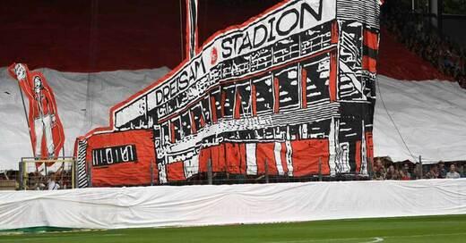 Schwarzwaldstadion, Dreisamstadion, SC Freiburg, Choreographie, © Patrick Seeger - dpa (Symbolbild)