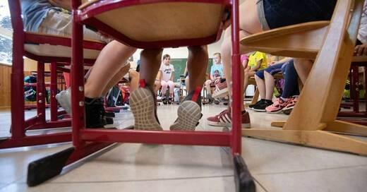 Schule, Unterricht, Lehrer, Kinder, Grundschule, © Marijan Murat - dpa (Symbolbild)