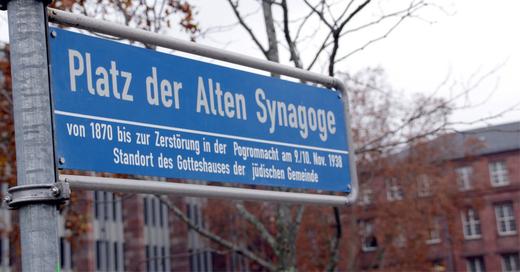 Platz der Alten Synagoge, Freiburg, Straßenschild, © baden.fm (Symbolbild)