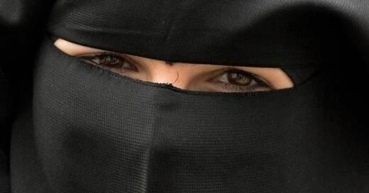 Nikab, Niqab, Vollverschleierung, Islam, Muslima, © Boris Rössler - dpa (Symbolbild)