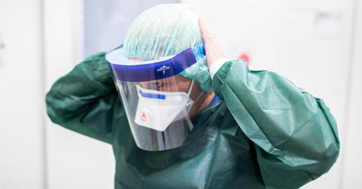 Schutzanzug, Coronavirus, Epidemie, Pandemie, Infektion, © Marcel Kusch - dpa (Symbolbild)