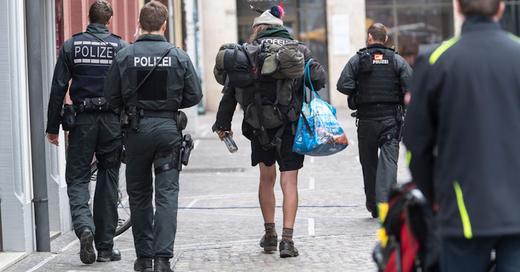 Ausgangssperre, Betretungsverbot, Freiburg, Obdachloser, Polizei, © Patrick Seeger - dpa