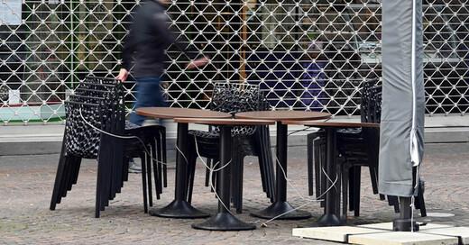 Gastronomie, Stühle, Schließung, Cafe, Bistro, © Uli Deck - dpa (Symbolbild)