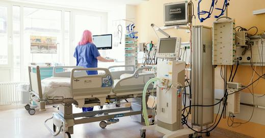 Krankenhaus, Intensivstation, Klinik, Beatmungsplatz, Coronavirus, © Uwe Anspach - dpa (Symbolbild)