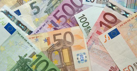 Bargeld, Euro, Geldscheine, Finanzen, Wirtschaft, © Daniel Reinhardt - dpa (Symbolbild)
