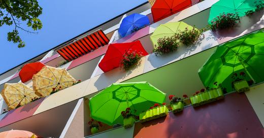 Wohnung, Balkon, Sonnenschirm, Freizeit, © Patrick Pleul - dpa (Symbolbild)