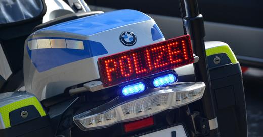 Polizei, Motorrad, Verkehrskontrolle, Blaulicht, © Pixabay (Symbolbild)