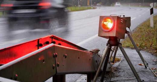 Blitzer, Radarfalle, Tempolimit, Verkehr, © Wolfgang Ebener - dpa (Symbolbild)