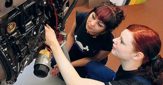 Girls Day, Mädchen, Schülerinnen, Frauen, Berufe, MINT, Technik, © Hendrik Schmidt - dpa (Archivbild)