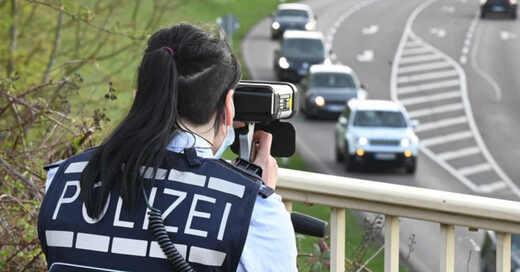 Blitzermarathon, Lasermessung, Radarfalle, Polizei, Abstandsmessung, © Bernd Weißbrod - dpa (Symbolbild)